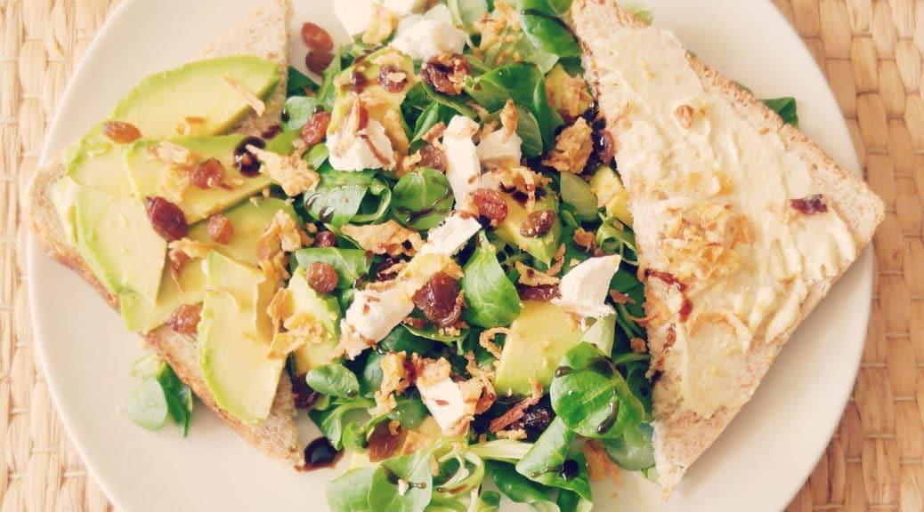 recette salade bowl complète raisins avocat chèvre oignon