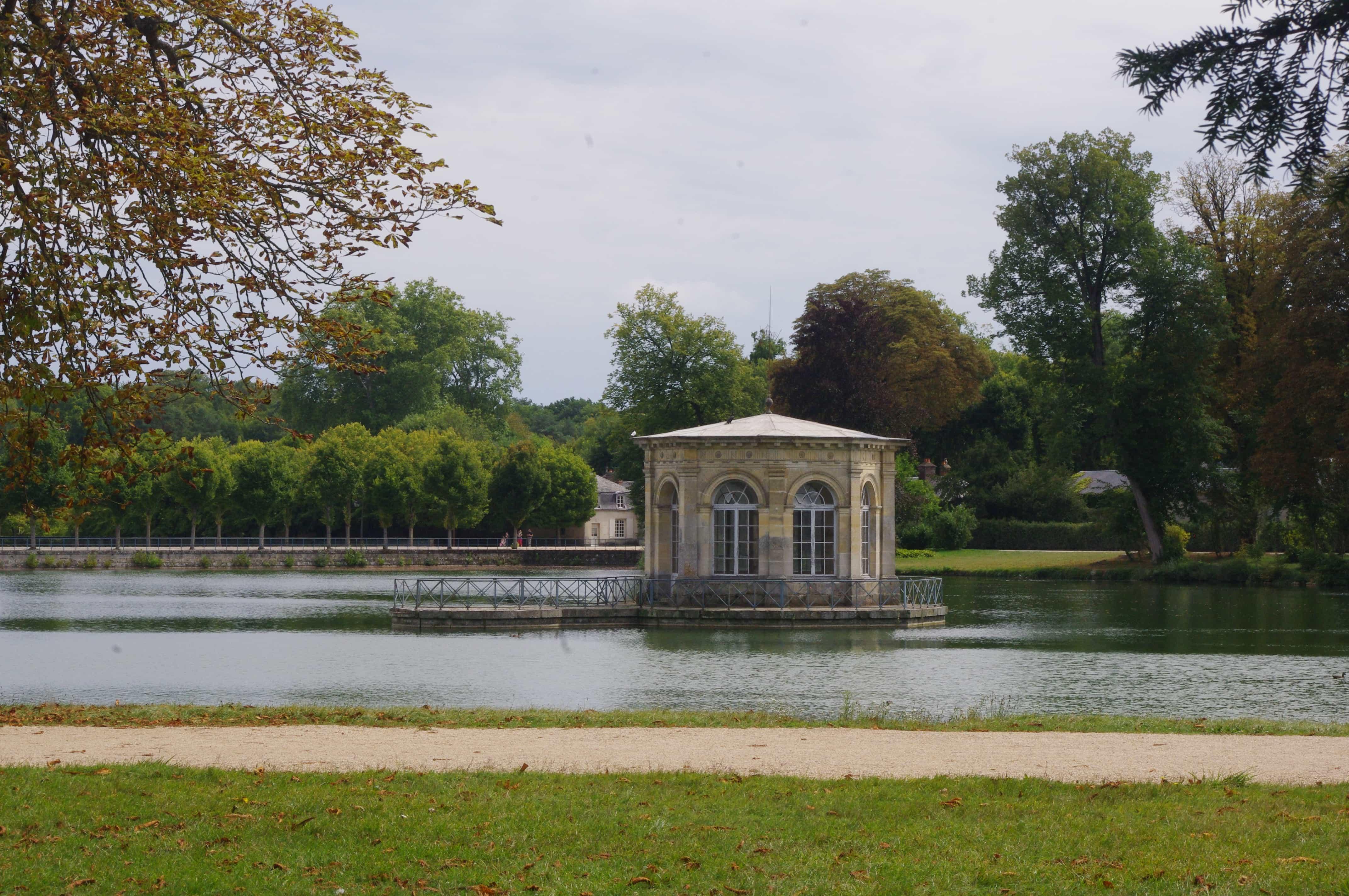 pavillon de l'étang grand parterre fontainebleau
