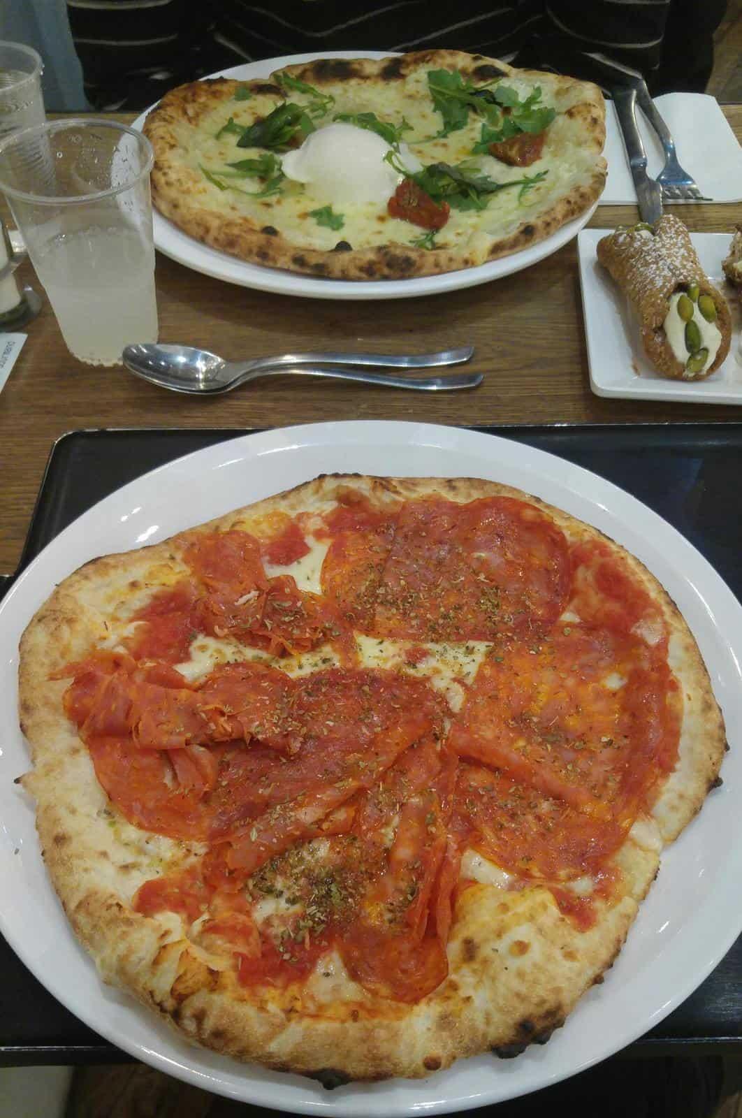 pizzas it trattoria la villette italien restaurant manger